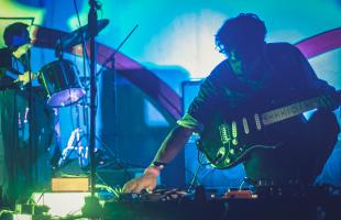 """La calle me dijo ven""; senderos de un músico experimental de Tijuana"