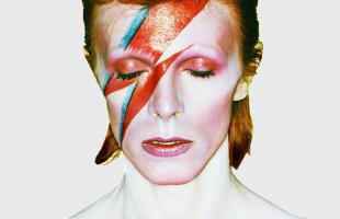 Celebran cumpleaños de David Bowie con covers inéditos de Lennon y Dylan