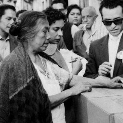 """""""Hermanas mías, hoy, con este voto""""; 67 años del voto femenino en México"""
